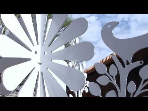 """Girard's """"Daisy Face"""" in Sculpture"""
