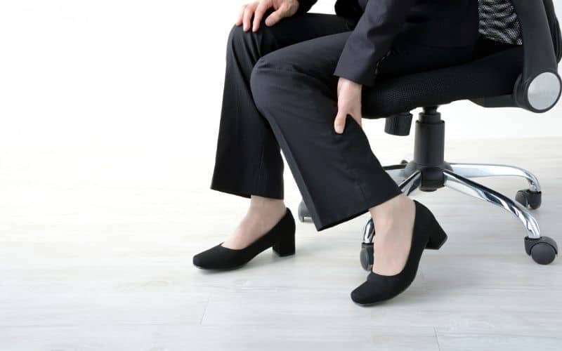 a bad office chair causes leg pain